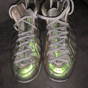 Metallic green Foamposite 8.5.